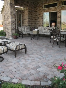 outdoorpaverdesigns_backyard_patio