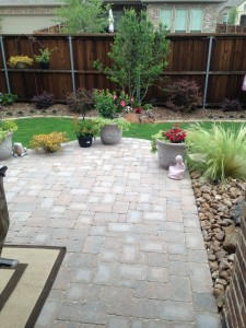 outdoorpaverdesigns_patio_w_flowers