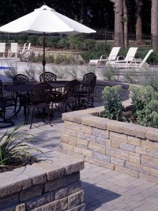 outdoorpaverdesigns_patio_wall