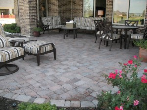 outdoorpaverdesigns_patios_w_table